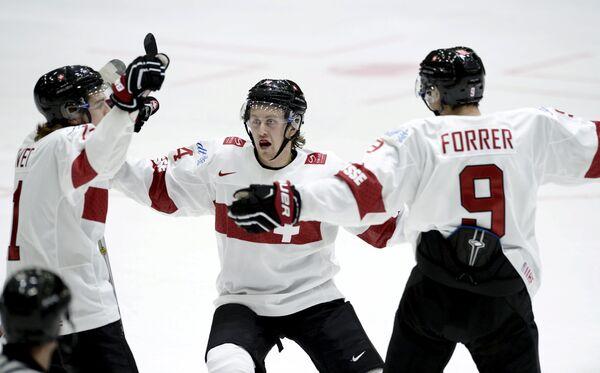 Хоккеисты молодежной сборной Швейцарии