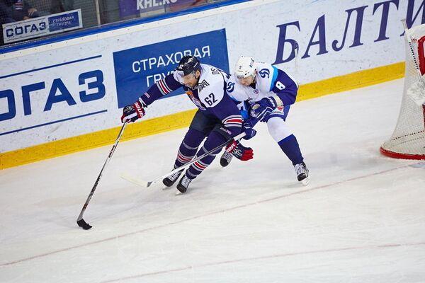 Игровой момент матча КХЛ между магнитогорским Металлургом и минским Динамо