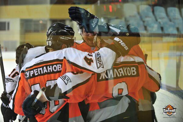 Хоккеисты клуба ВХЛ Спутник (Нижний Тагил)