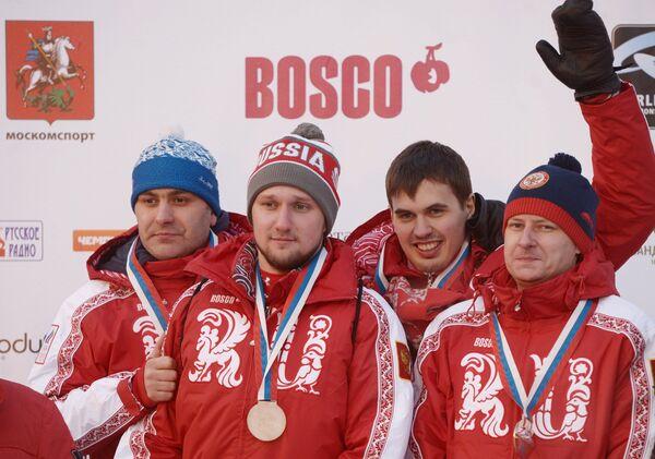 Александр Кириков (справа)