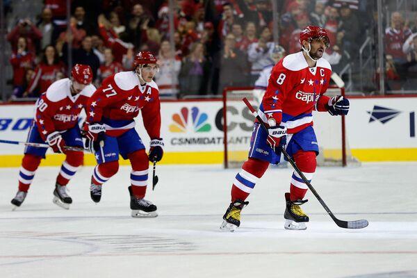 Хоккеисты Вашингтона, справа - Александр Овечкин