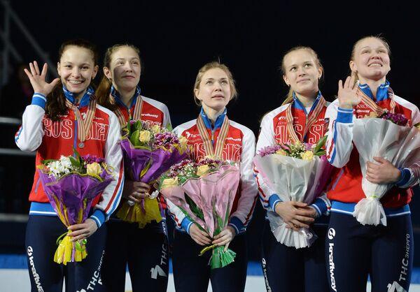 Шорт-трекистки сборной России - призеры эстафеты на 3000 метров на чемпионате Европы по шорт-треку в Сочи
