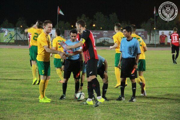 Капитаны Амкара и Жилины перед началом товарищеского матча