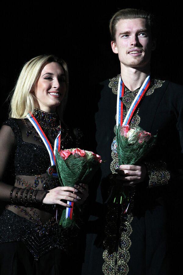 Изабелла Тобиас и Илья Ткаченко (слева направо)