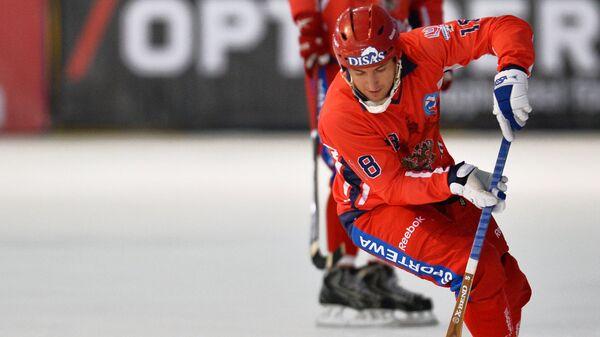 Игрок сборной России по хоккею с мячом Сергей Шабуров