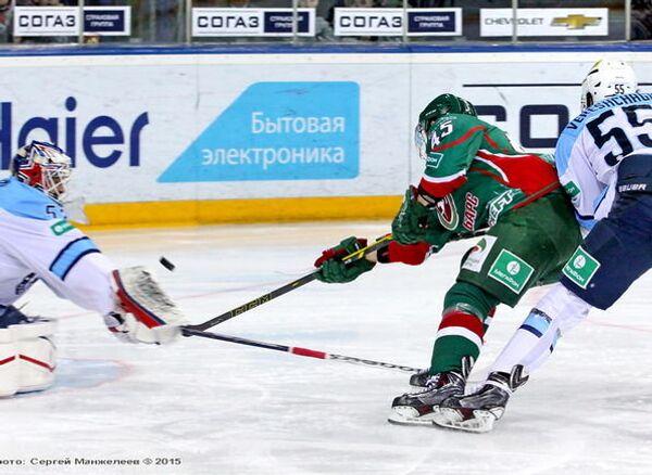 Игровой момент матча ХК Ак Барс - ХК Сибирь