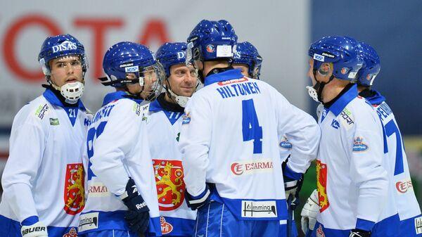 Игроки сборной Финляндии радуются заброшенному мячу
