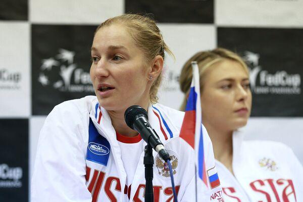 Екатерина Макарова (слева) и Мария Шарапова