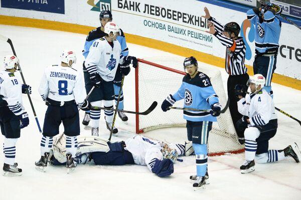 Игровой момент матча Сибирь - Адмирал