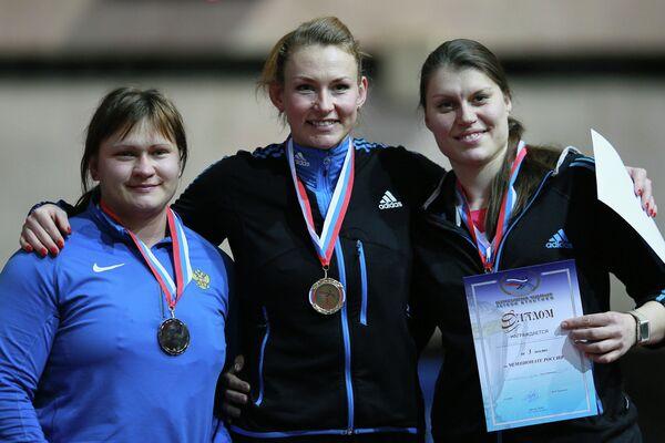 Олеся Свиридова, Евгения Соловьева и Ирина Кириченко (слева направо)