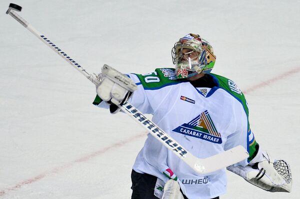 Вратарь Салавата Юлаева Владимир Сохатский