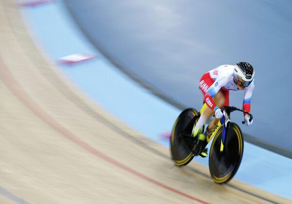 Анастасия Войнова выступает на чемпионате мира по трековым велогонкам