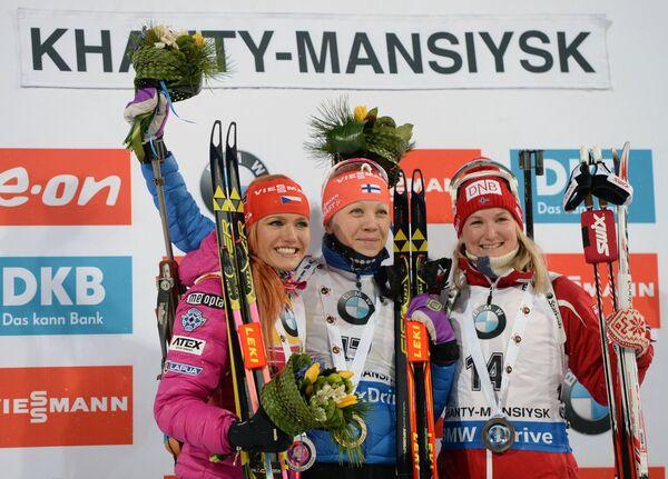 Габриэла Соукалова - 2-е место, Кайса Мякяряйнен - 1-е место и Марте Олсбю - 3-е место (слева направо)