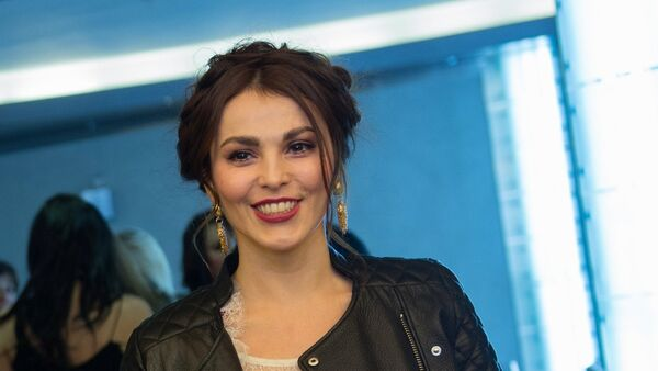 Певица Сати Казанова на премьере фильма Герой в Москве