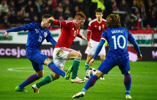 Игровой момент товарищеского матча между футбольными сборными Венгрии и Хорватии