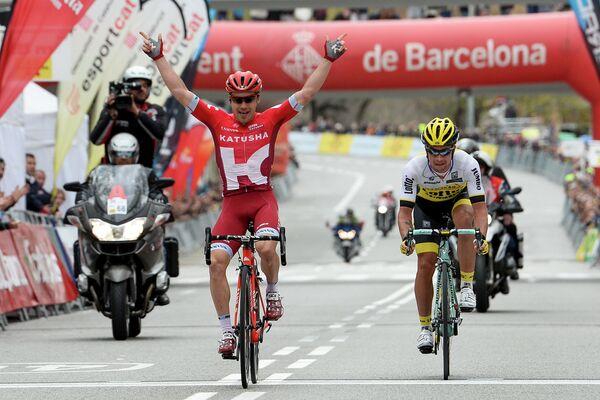 Велогонщик Катюши Алексей Цатевич на финише седьмого этапа Вуэльты Каталонии