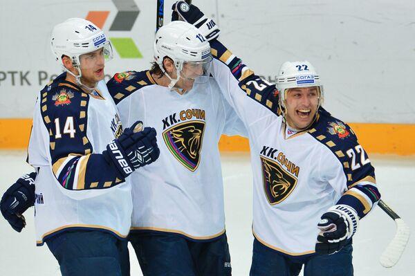 Хоккеисты Сочи Макс Вярн, Пётр Счастливый, Михаил Анисин (слева направо)