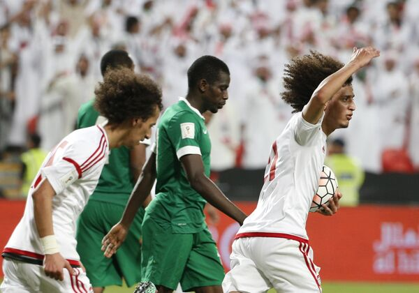 Игровой момент матча отборочного турнира к чемпионату мира 2018 года между сборными ОАЭ и Саудовской Аравии