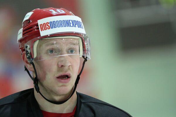 Форвард сборной России по хоккею Владимир Галузин