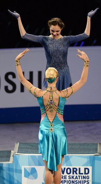 Евгения Медведева (вверху) и Анна Погорилая