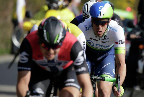 Австралийский велогонщик команды Orica GreenEDGE Мэттью Хэйман (справа)