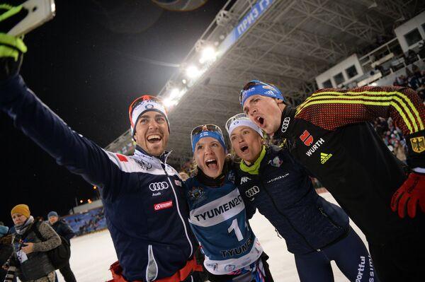 Слева направо: лыжники Федерико Пеллегрино (Италия), Кертту Нисканен (Финляндия) и биатлонисты Карин Оберхофер (Италия) и Симон Шемпп (Германия)