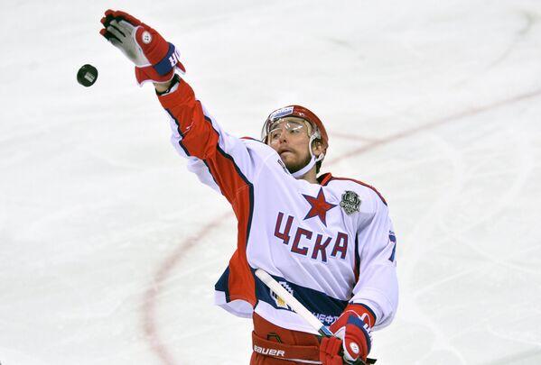 Форвард ЦСКА Геннадий Столяров