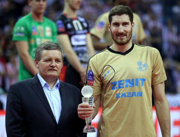 Диагональный казанского Зенита Максим Михайлов (справа)