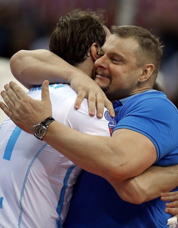 Связующий казанского Зенита Игорь Кобзарь и главный тренер команды Владимир Алекно (справа)