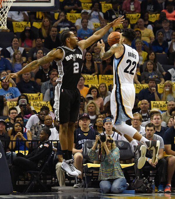 Игровой момент матча НБА Мемфис - Сан-Антонио