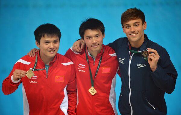 Цю Бо, Чэнь Айсэнь и Томас Дэйли (слева направо)