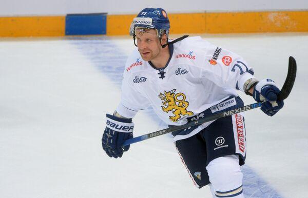 Нападающий сборной Финляндии Леонид Комаров