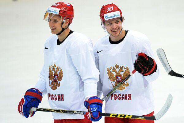 Форварды сборной России по хоккею Вадим Шипачев (слева) и Артемий Панарин