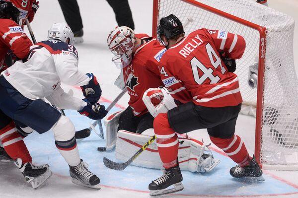 Игровой момент матча США - Канада