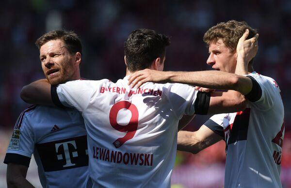 Футболисты мюнхенской Баварии Хаби Алонсо, Роберт Левандовски и Томас Мюллер (слева направо)