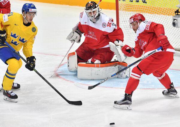 Игровой момент матча Швеция - Дания