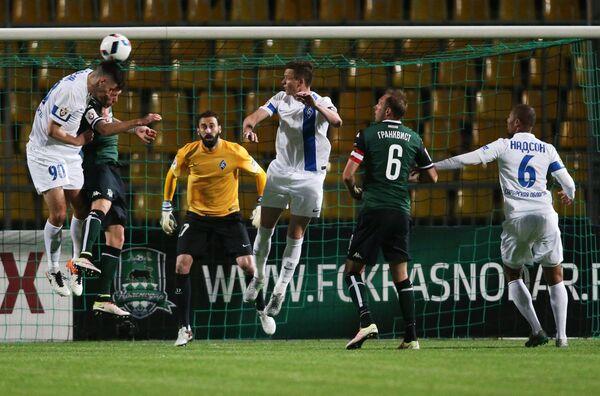 Игровой момент матча 28-го тура чемпионата России Краснодар - Крылья Советов