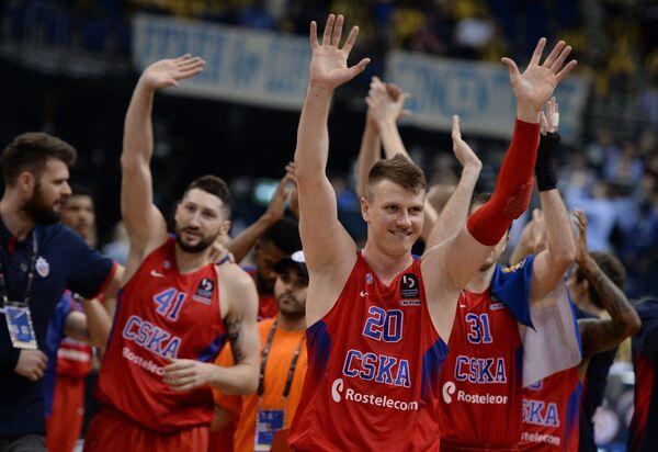 Игроки ПБК ЦСКА Никита Курбанов, Андрей Воронцевич (слева направо)