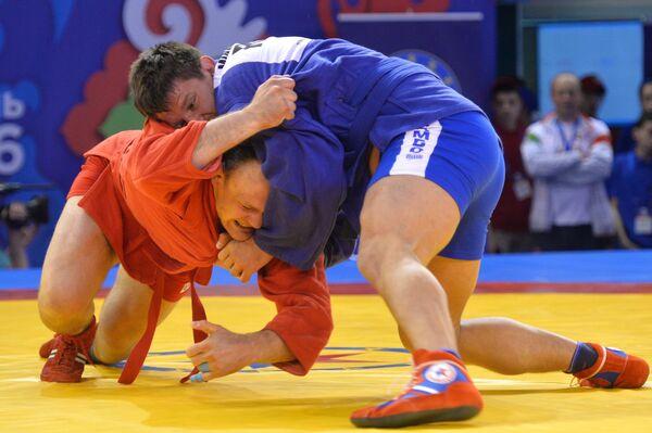 Андрей Казусенок (Белоруссия) и Дмитрий Минаков (Россия) (справа)