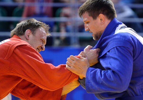Андрей Казусенок (Белоруссия) и Дмитрий Минаков (Россия) (слева направо)