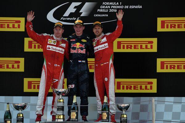 Пилоты на подиуме Гран-при Испании: Кими Райкконен, Макс Ферстаппен и Себастьян Феттель (слева направо)