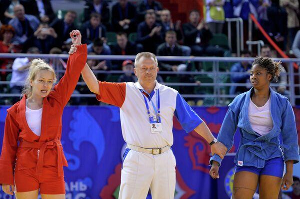 Маргарита Гурциева (Россия) (слева) и Селин Кондэ (Франция)