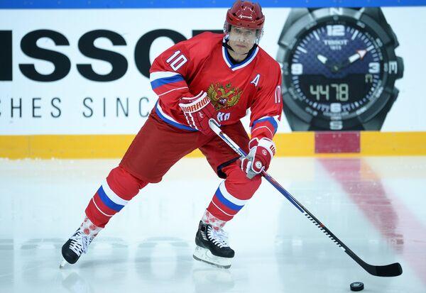 Игрок сборной России Павел Буре
