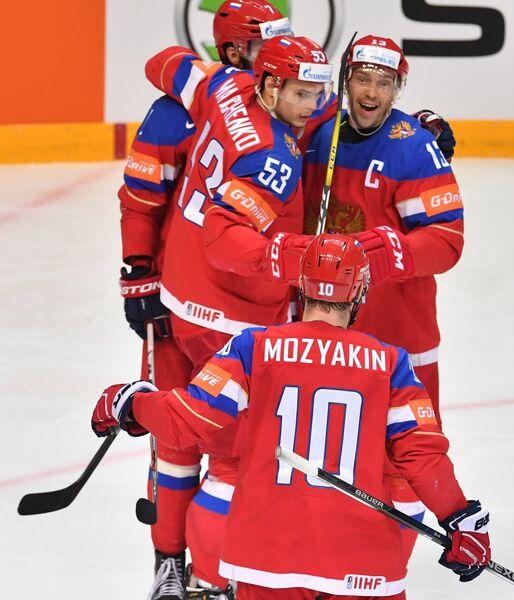 Хоккеисты сборной России Сергей Мозякин, Алексей Марченко, Иван Телегин и Павел Дацюк (слева направо)