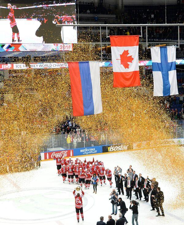 Церемония награждения сборной Канады на чемпионате мира по хоккею
