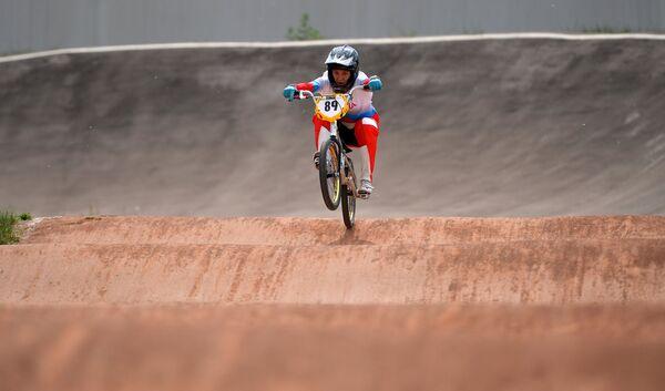 Спортсменка сборной России по велоспорту в дисциплине BMX Ярослава Бондаренко во время тренировки