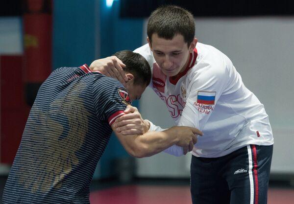 Альберт Гаун (справа) и Руслан Поисеев