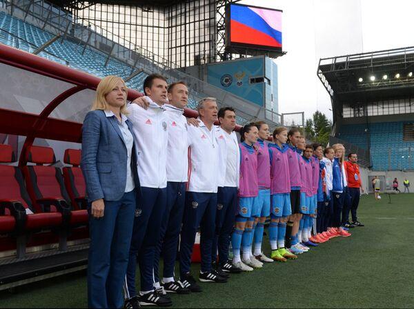 Тренеры и игроки женской сборной России по футболу