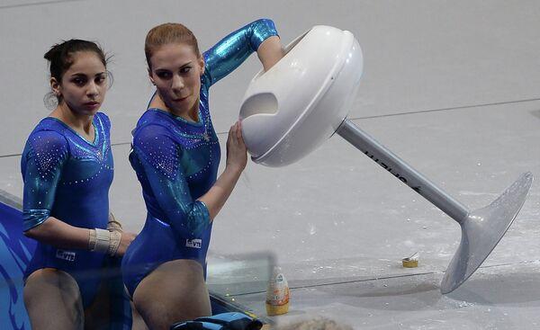 Ксения Афанасьева и Седа Тутхалян (справа)