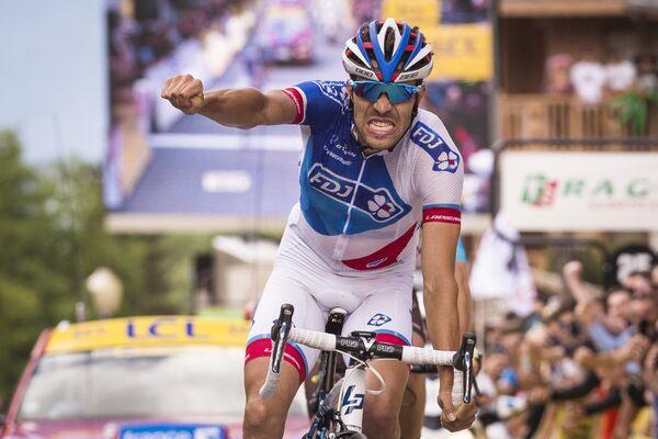 Французский велогонщик команды FDJ Тибо Пино